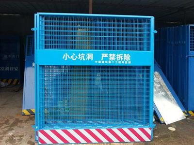 电梯安全防护门