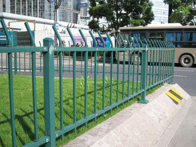 钢制草坪护栏